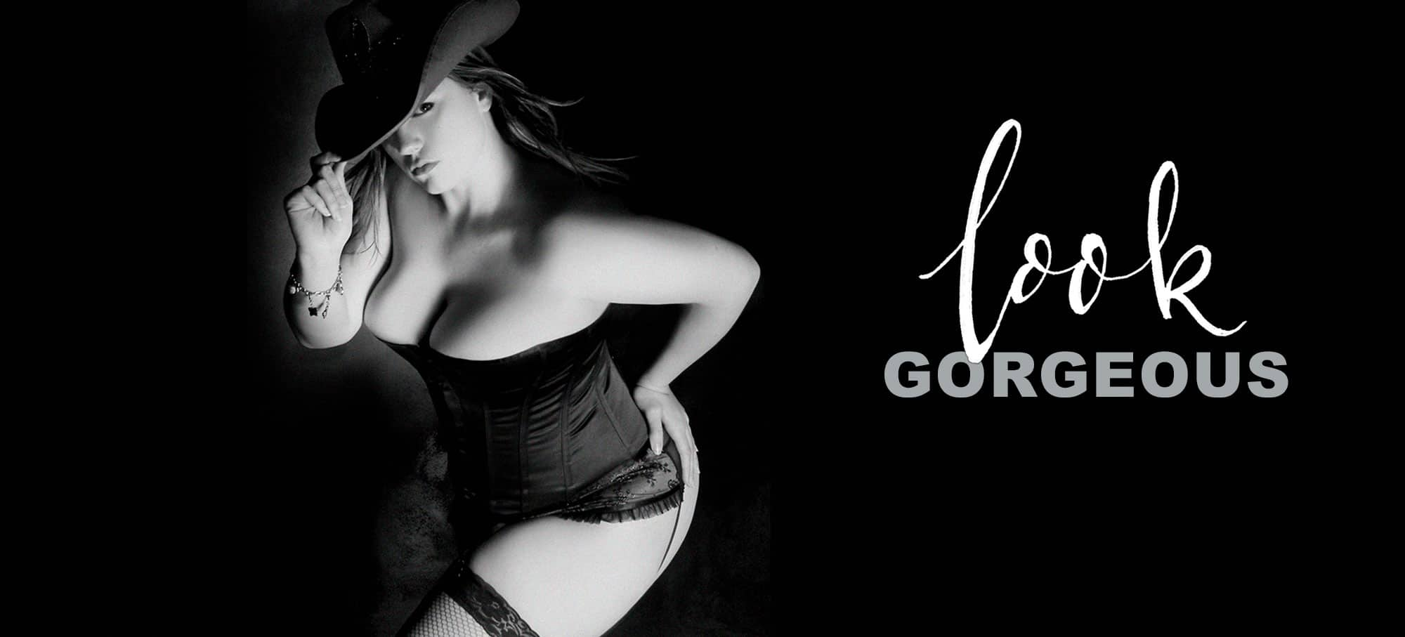 curvy boudoir photoshoot at FYEO Portraits