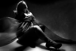 poses for plus size boudoir photography